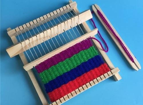 Edukatívna hračka - Ručný pletací stroj