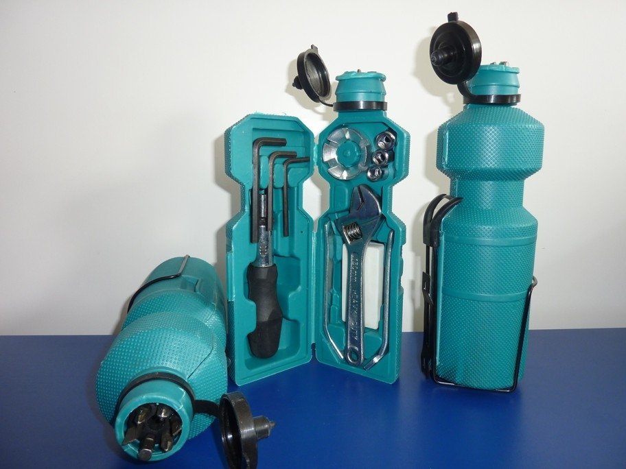 Fľaša na bicykel s nástrojmi